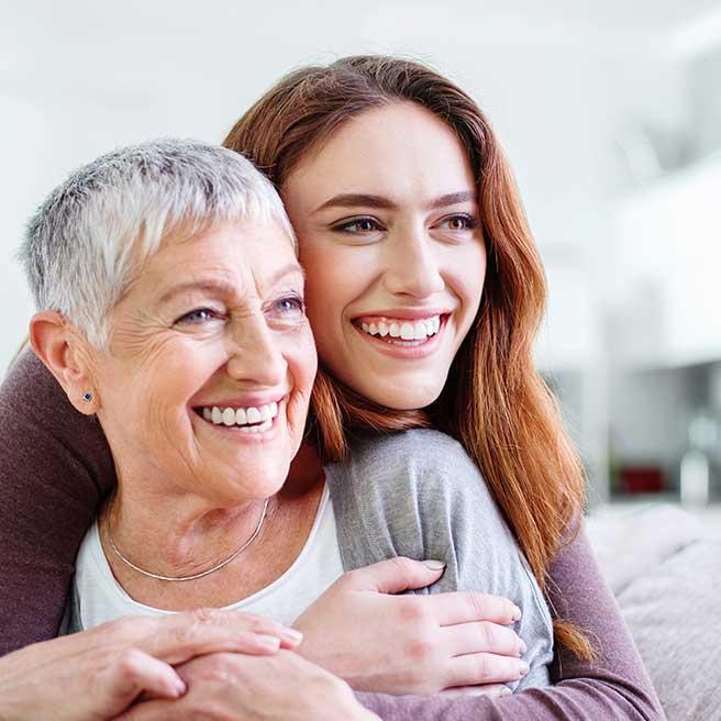 Майка и дъщеря се смеят. Протефикс